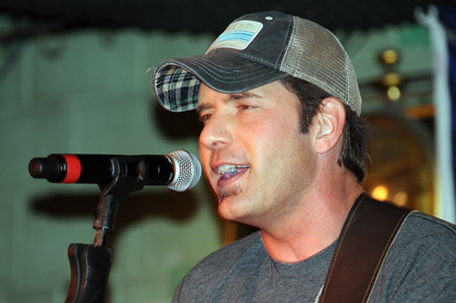 Rodney Atkins Up-Cloase and Personal | by Y100 San Antonio