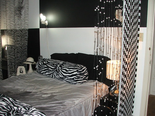 Dscf2477 Black And White Bedroom 12 Laura Dreamcrone