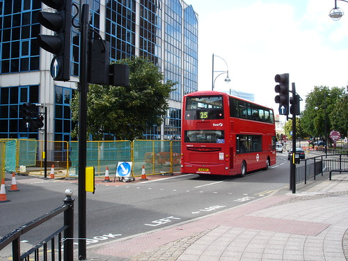 how to get to stratford westfield by bus