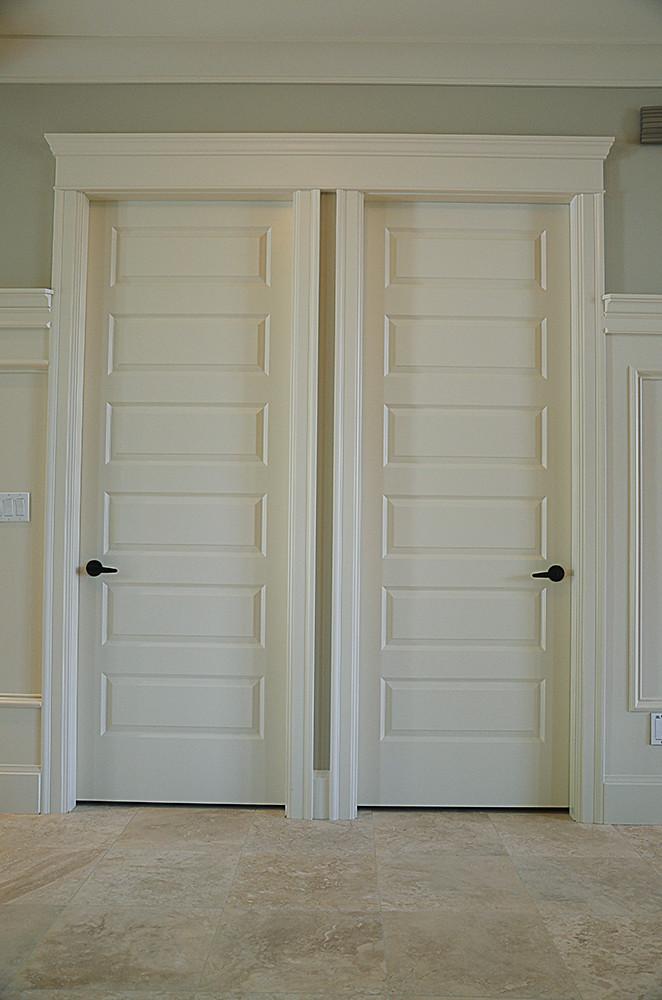 Duel Interior Door Header Moldings A Single Door Header Mo Flickr