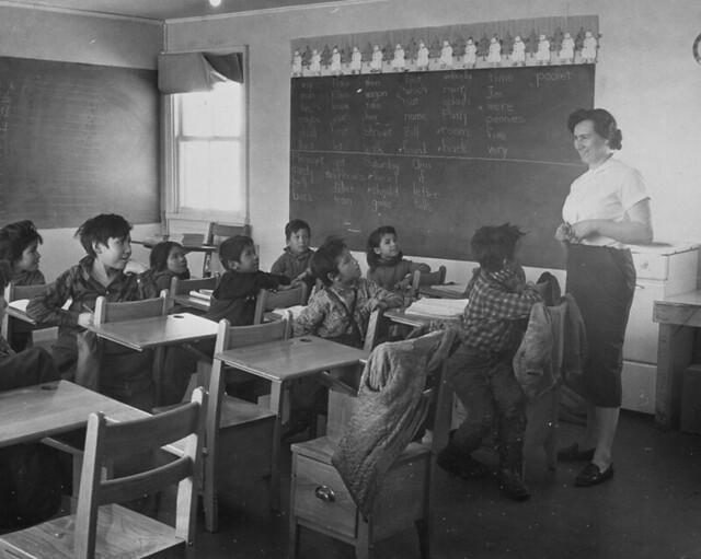 Naskapi children in class with teacher, Quebec / Enfants naskapis et enseignante (Québec)