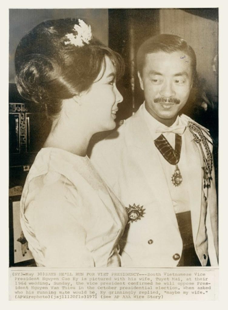 ... South Vietnam Premier Nguyen Cao Ky and his wife. Saigon 1964 - Đám  cưới ông
