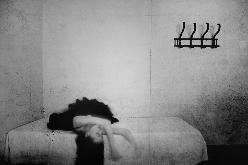 Débil fortaleza | by Leila Forés