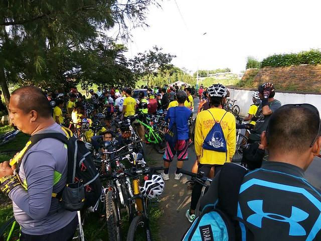 cupcake bikers going to Tagaytay
