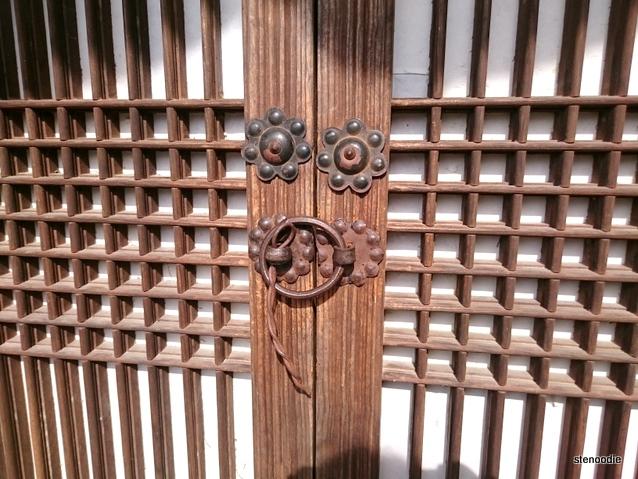 Seongyojang lock