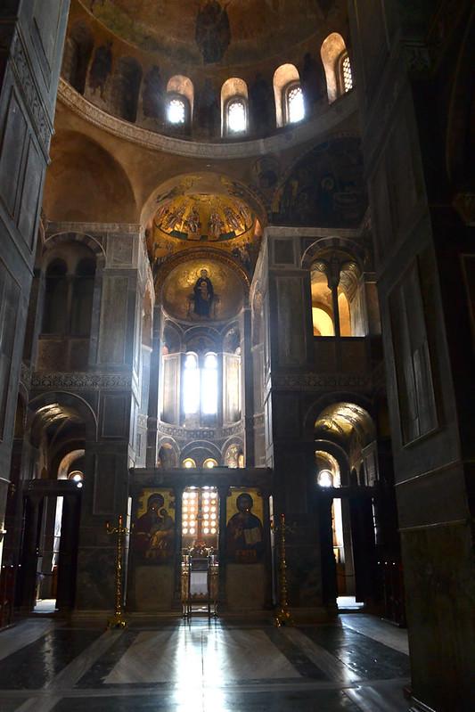 El sorprendente interios del katholikón en Hosiso Loukás