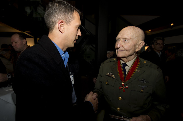 Sweet Gratitude: Candy Bomber rededicates Frankfurt's Berlin Airlift Memorial