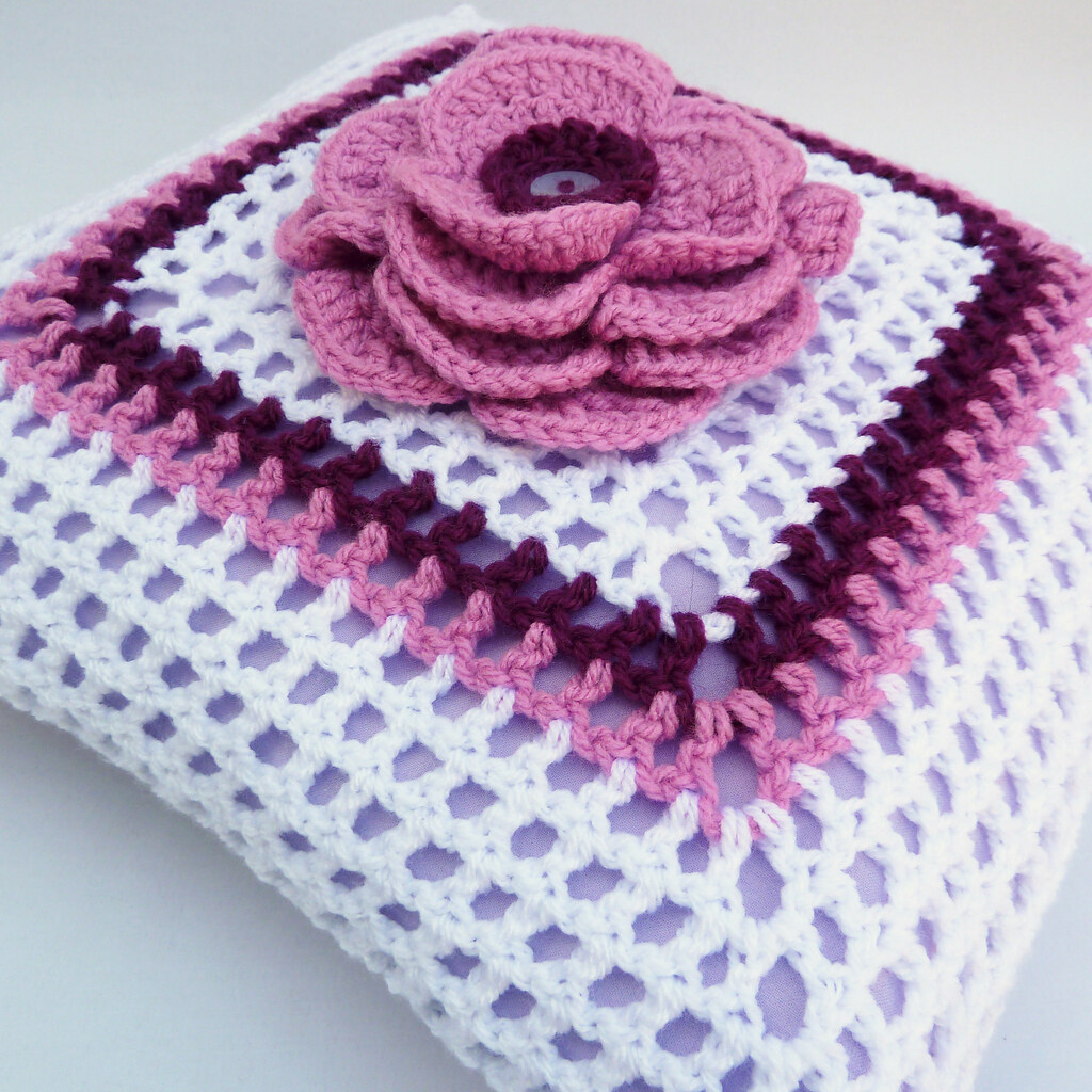 Pink Crochet Flower Cushion This Pretty Crochet Cushion Fe Flickr