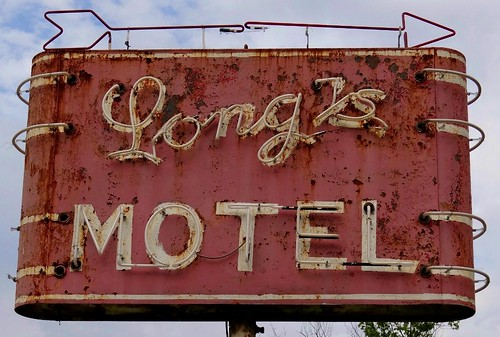 OH, Cambridge-U.S. 40 Long's Motel Neon Sign | by Alan C of Marion,IN
