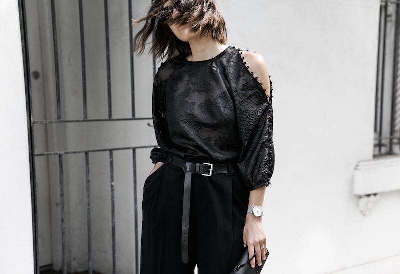 all black outfit inspo minimal fashion blogger modern legacy loafer mules karen millen shoulder blouse (2 of 9)