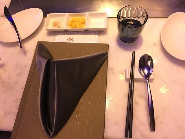 一入座就先送上南瓜泡菜與洋蔥@台中西屯,日橡精緻鐵板料理