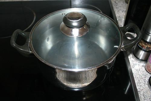 14 - Topf mit Wasser aufsetzen / Bring pot with water to a boil