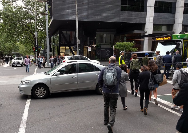Bourke/William Streets - vehicles in violation of Rule 218