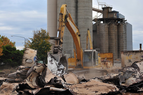3 Silo Demolition : Albury silos demolition day may morning remova