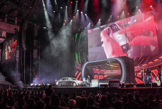 [新聞照片四]BMW大7系列展現智慧型螢幕鑰匙及遙控停車獨家科技(商周集團提供)