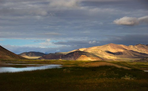 Tibet Landscapes along the Yarlung Tsangpo also known as Brahmaputra River | by reurinkjan
