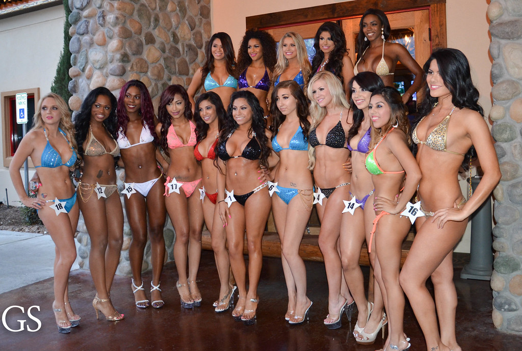 Bikini Car Wash Florida Hooters