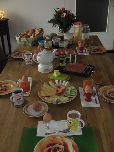 Frühstückstisch am Sonntagmorgen