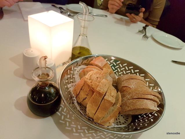 ViBo Restaurant bread basket
