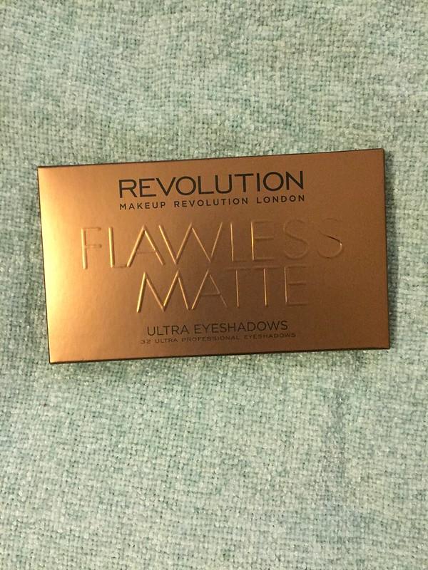 Make up Revolution Flawless Mattes