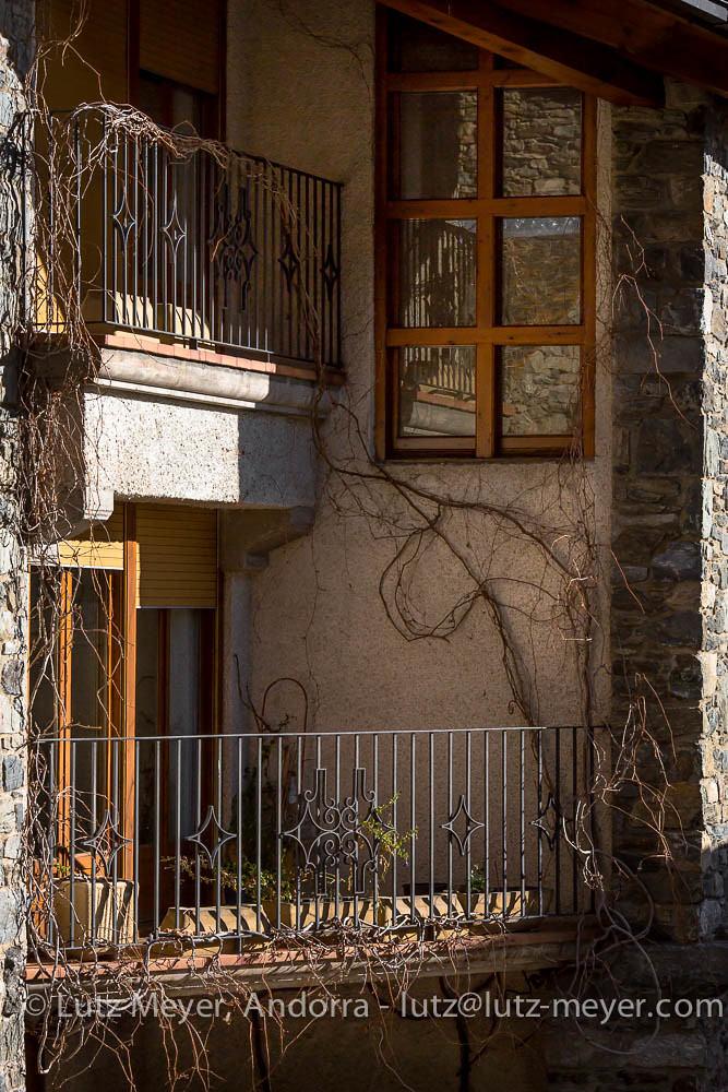 Metadating facade