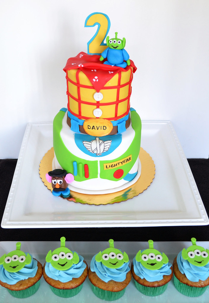Toy Story Cake And Alien Cupcakes Woody And Buzz Represent Flickr