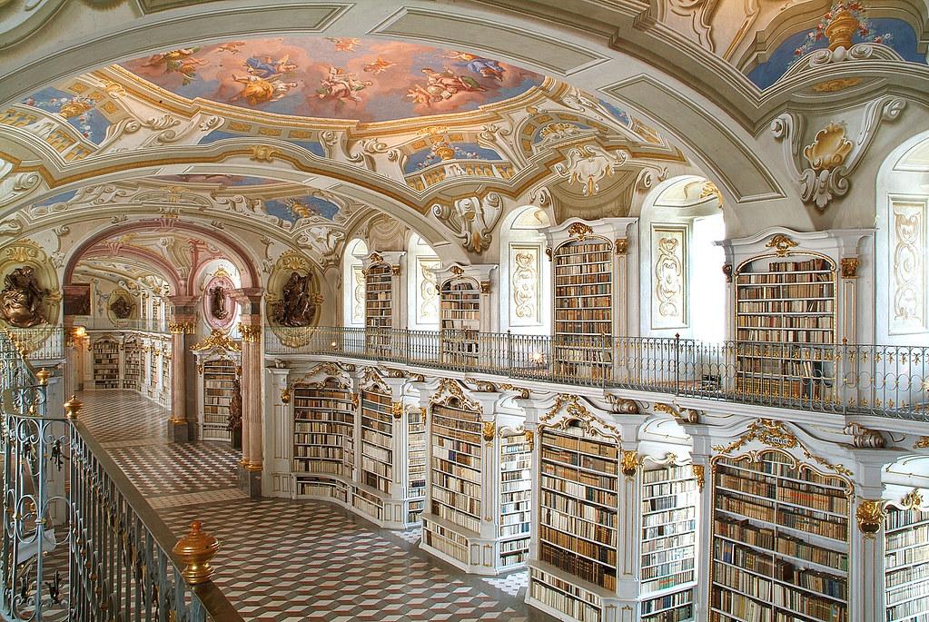 Stiftsbibliothek - Blick von der Galerie