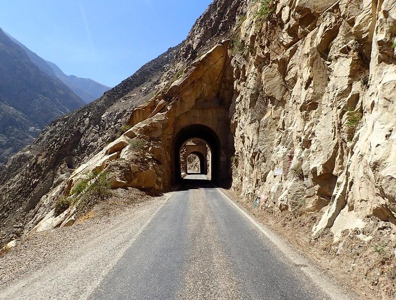 Más túneles.
