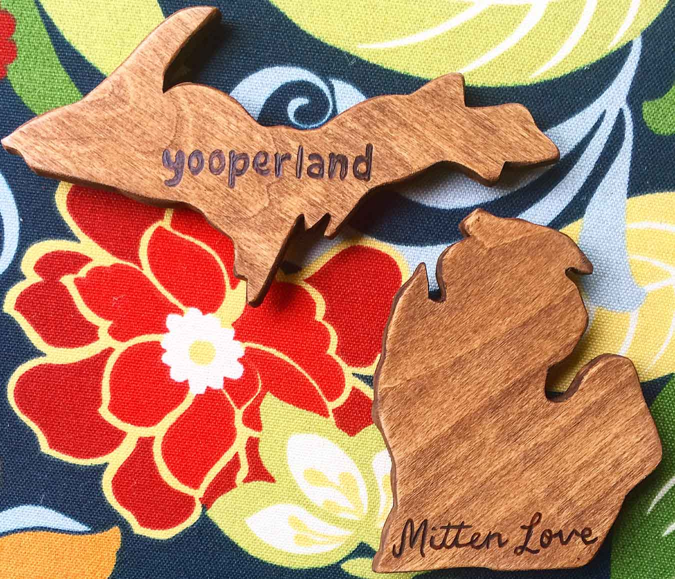 Michigan Gift Idea: Handmade Home Decor From Wood By Al // Featured: Handcrafted, wood Michigan magnets (upper peninsula and mitten).(via Wading in Big Shoes)
