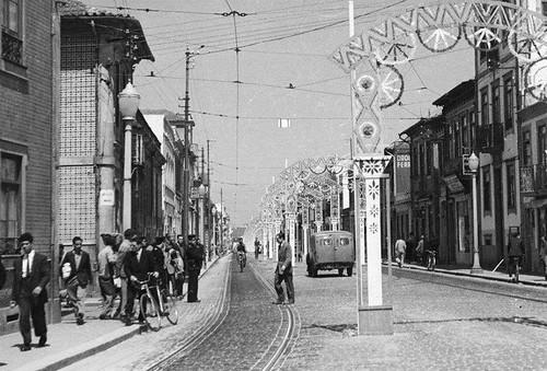 Rua Brito Capelo, anos 40, junto à R. do Godinho