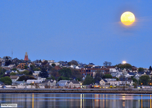 supermoon over munjoy hill the 2012 supermoon rising. Black Bedroom Furniture Sets. Home Design Ideas