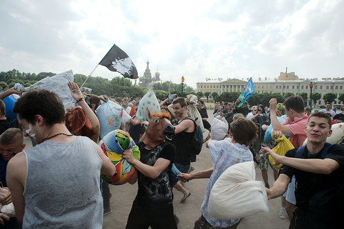 Traditional Pillow Fight : Hundreds take part in a traditional pillow fight in St. Pe? Flickr