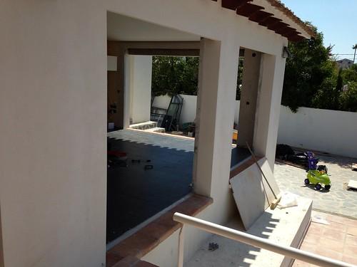 Puertas correderas de aluminio con puente t rmico y crista for Cristaleria benissa