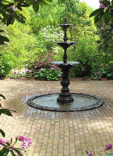 Ladew garden victorian garden fountain yesterday a for Front garden features