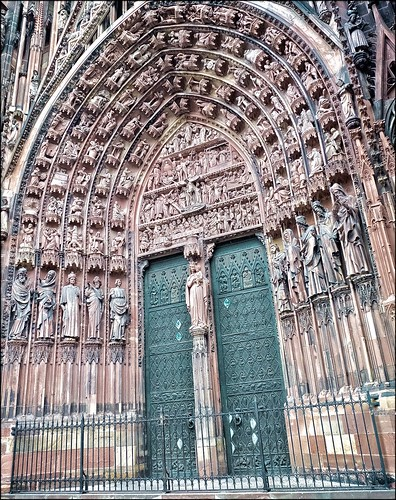 Strasbourg Entrance of Notre Dame of Strasbourg | by Omeudentista®