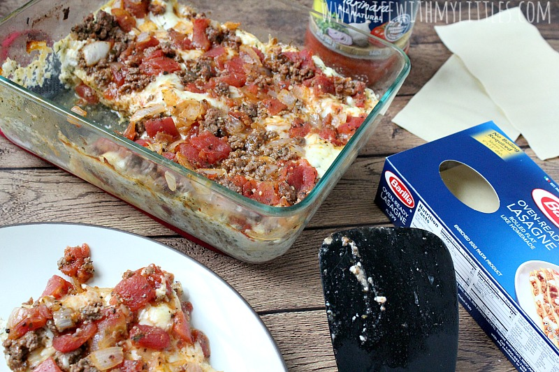 This fast and easy homemade lasagna recipe really is so simple and quick to make! Less than an hour from start to finish and you've got a delicious Italian dinner! Plus, it can be made vegetarian!