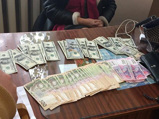 CБУ затримала на хабарі голову лікарсько-консультативної комісії  на Хмельниччині