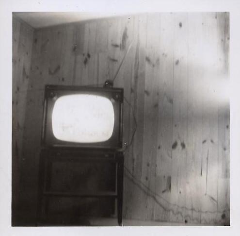 vintage tv turns on by itself undated simpleinsomnia flickr. Black Bedroom Furniture Sets. Home Design Ideas