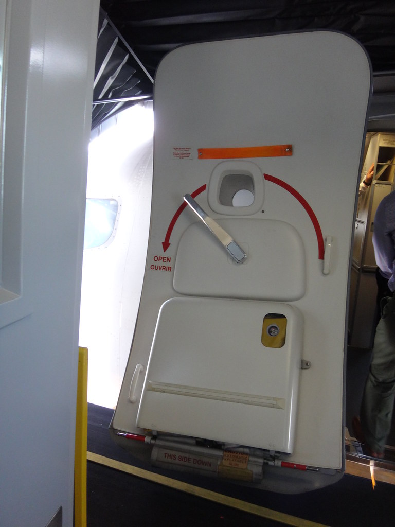 ... WestJet Boeing 737-6CT C-GWSK cabin door   by Herb Fong photography & WestJet Boeing 737-6CT C-GWSK cabin door   cn 34287/1912 Del\u2026   Flickr