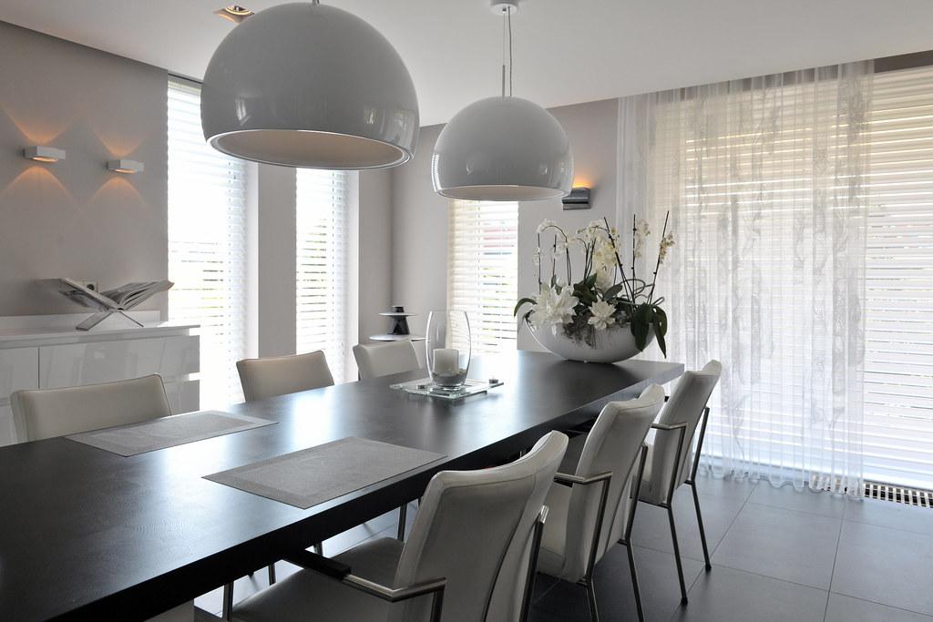 Moderne eetkamer met design verlichting | Veerman Wooncentrum ...