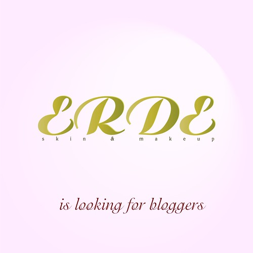Erde looking blogger