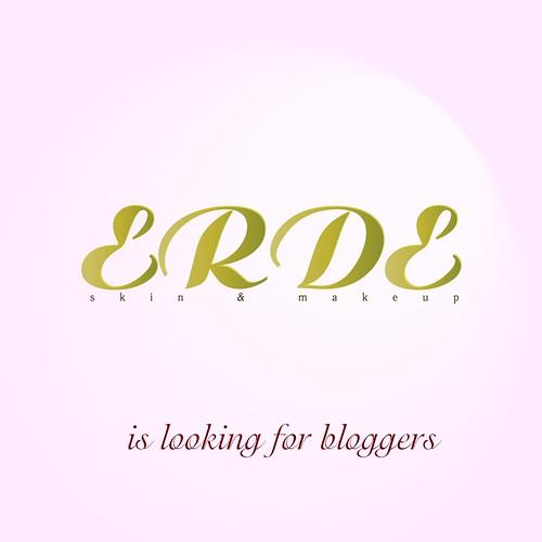 Erde looking blogger