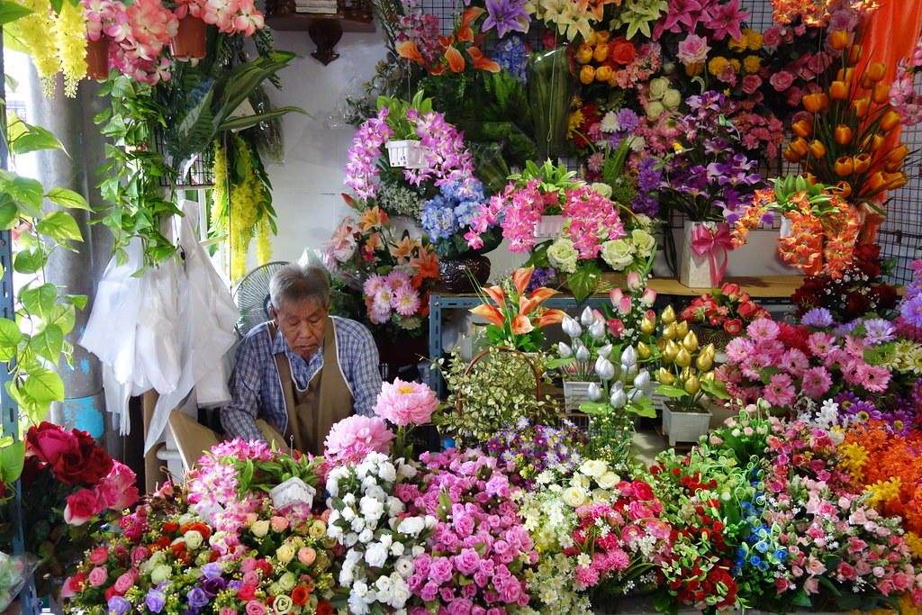 The Artificial Flowers Man Thailand Is Famous For Its Flow Flickr