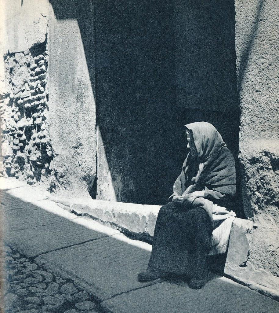 Una anciana de Toledo en la primavera de 1955. Fotografía de Cas Oorthuys © Nederlands Fotomuseum, Rotterdam