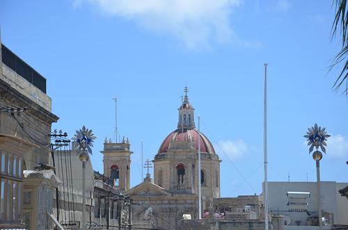 Aus anderer Perspektive erscheint die Kuppel der Basilika