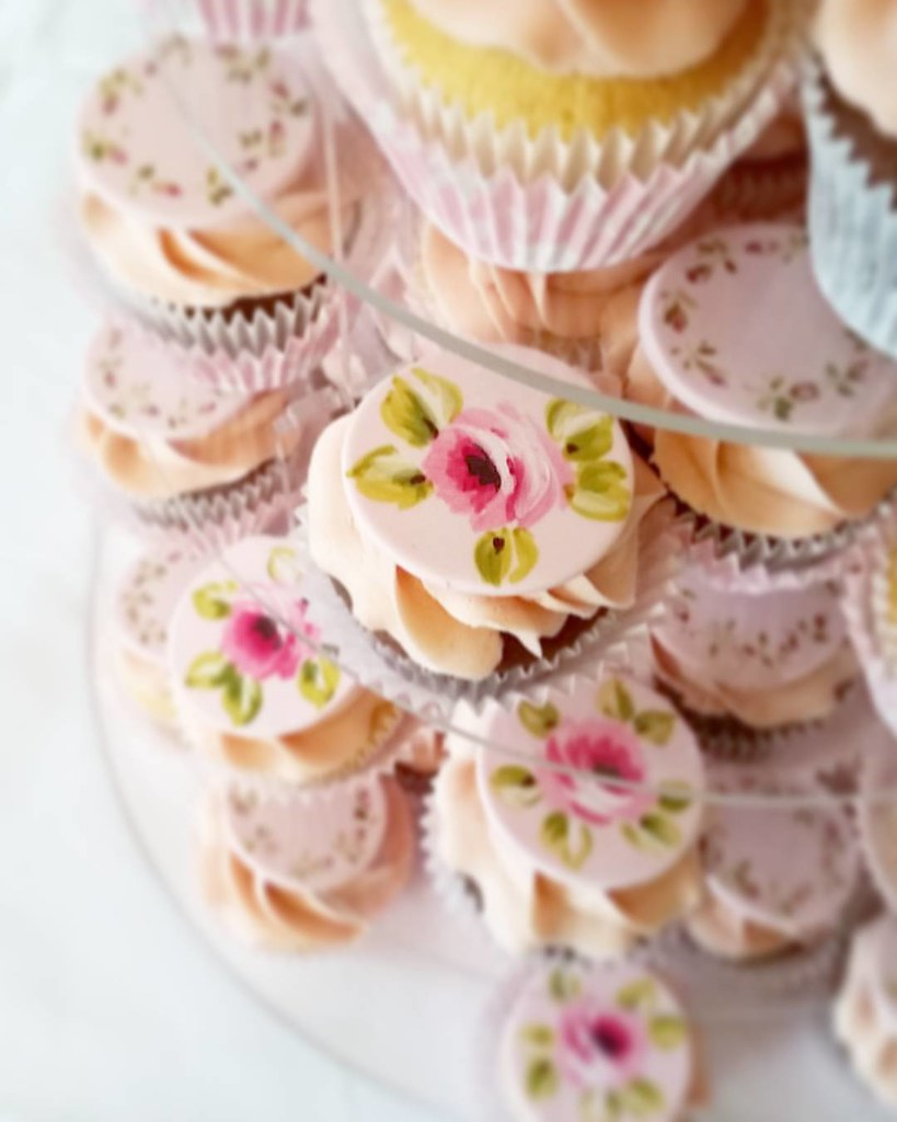 It was lovely to make these cupcakes for a wedding on Satu… | Flickr