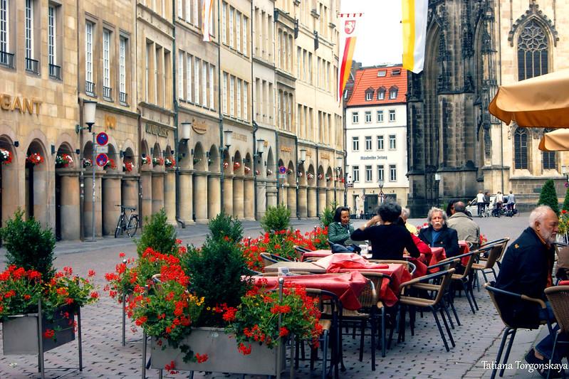 Люди в уличном кафе, Принципальмаркт