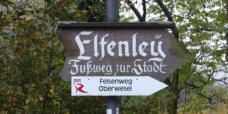 Links der Schönburg: Abstieg nach Oberwesel