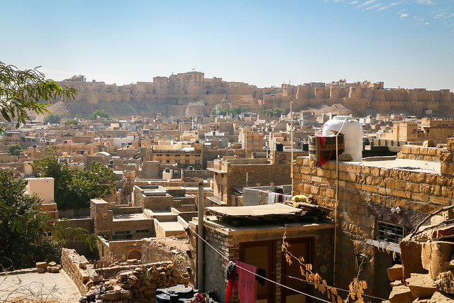 Jaisalmer Fort view from elevated residential area, Jaisalmer, India ジャイサルメール、住宅街の高台から見たフォート