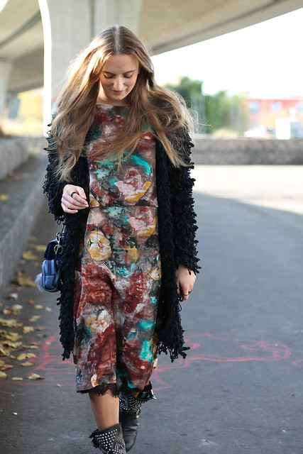 colorful-dress-and-studded-boots-whole-look-details-wiebkembg